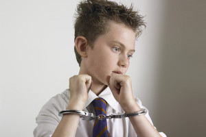Задержание несовершеннолетних имеет свои особенности