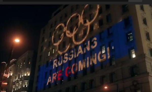 Российские болельщики устроили в поддержку олимпийцев световое шоу и флешмоб