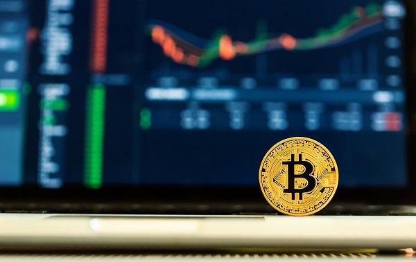Инвестировать в Bitcoin или новые криптовалюты? Эксперты знают ответ