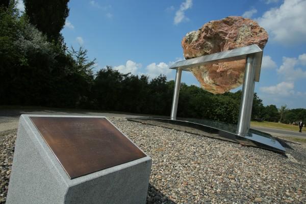 Вячеслав Моше Кантор открыл монумент в честь жертв концентрационного лагеря в Терезине
