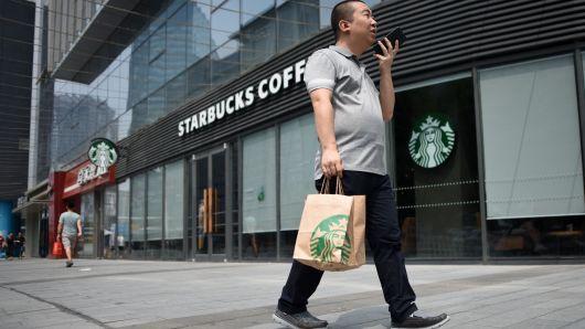 Starbucks запускает службу доставки для любителей кофе