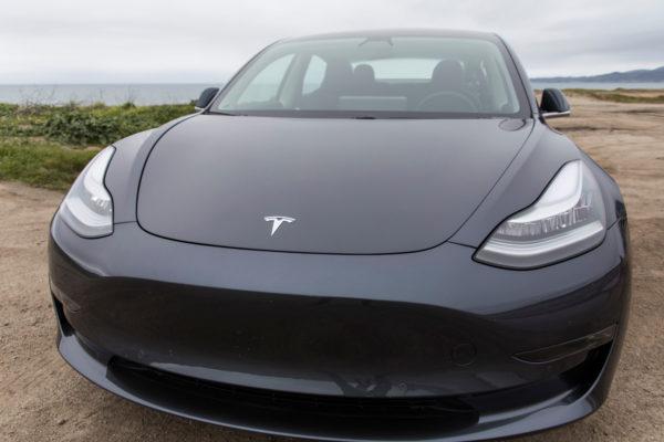 Tesla сократит рабочую силу на 7% и сосредоточится на производстве Model 3