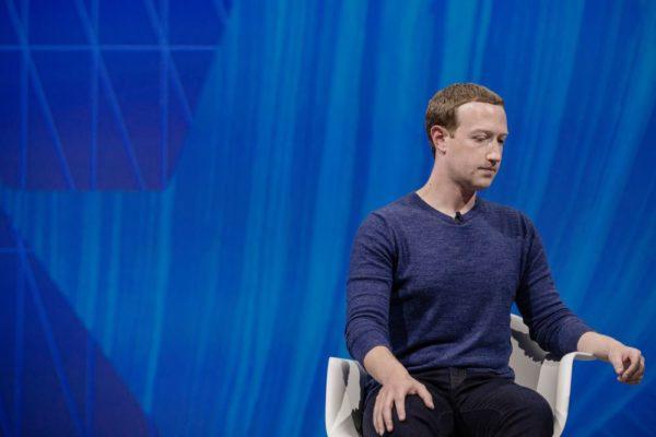 Марк Цукерберг прекратил продажи акций, так как акции Facebook упали