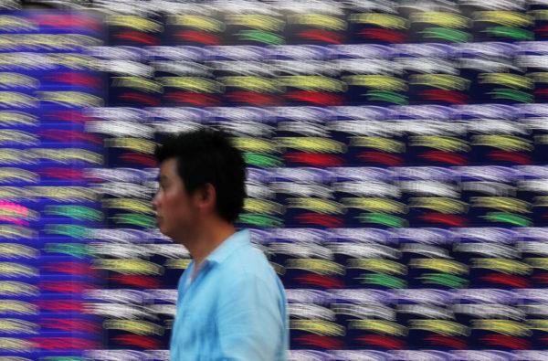 Азиатские акции растут