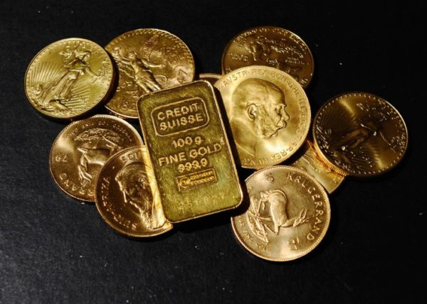 Золото достигло почти двухнедельного максимума в среду