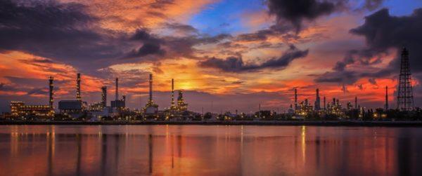 Профсоюзыдоговорились прекратитьнедельную забастовку на крупнейшем в Европе нефтеперерабатывающем заводе