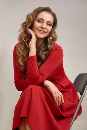 Фото в красном платье (подпись под фото, Фотограф Александра Нестерова)