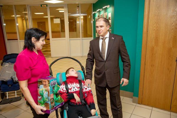 Деятельное участие в судьбе ребенка-инвалида принял Михаил Романов