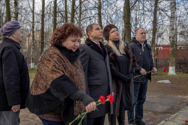 Михаил Романов обратил внимание неудовлетворительное состояние братской могилы в поселке Металлострой