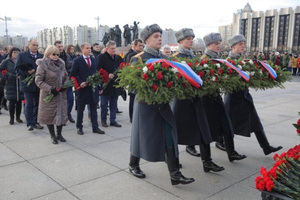 В День защитника Отечества мирного неба жителям Петербурга пожелал Михаил Романов