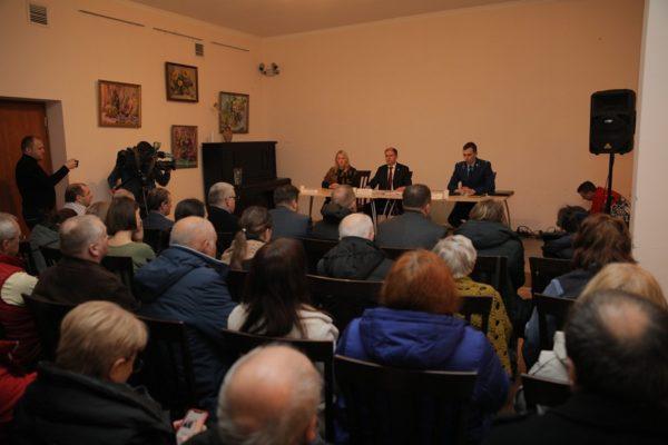 На совещании с участием Михаила Романова обсудили вопросы проблемных объектов Усть-Ижоры