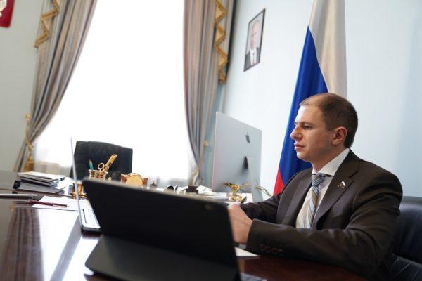 Михаил Романов провел встречу с жителями Фрунзенского района Санкт-Петербурге посредством видеосвязи