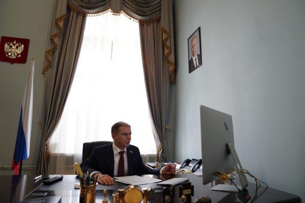 О необходимости ликвидировать трехмесячную задолженность по зарплатам сотрудникам полигона «Красный Бор» заявил Михаил Романов