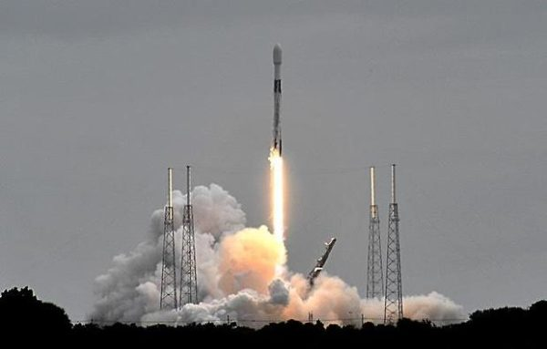 SpaceX запускает еще 60 интернет-спутников Starlink с мыса Канаверал