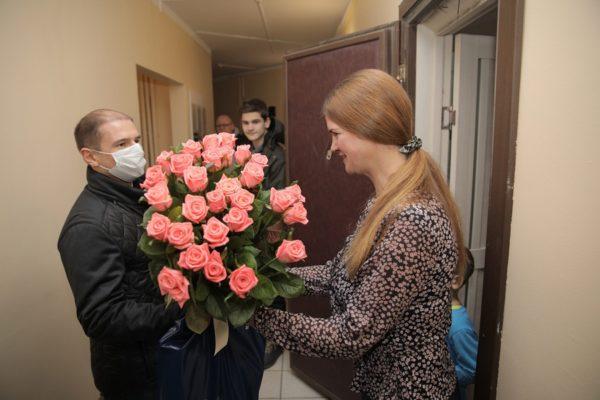 Михаил Романов поздравил петербурженок с Днем матери