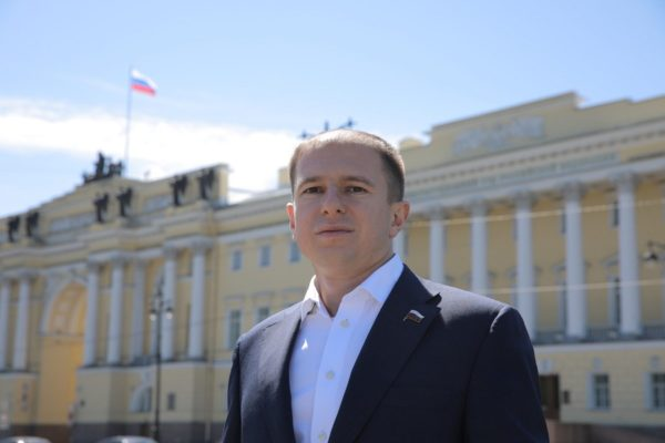 Михаил Романов поздравил петербуржцев с Днем Конституции