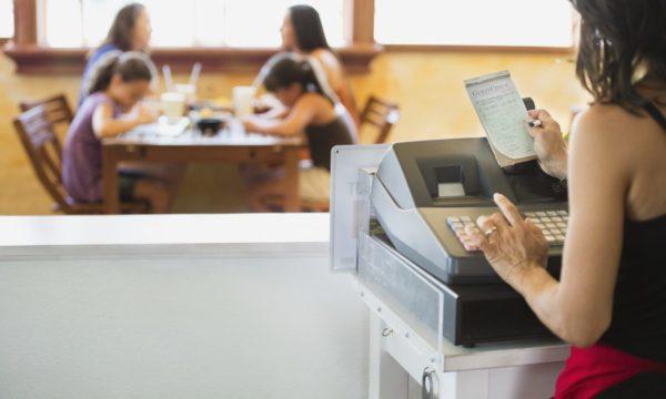 POS-система или кассовый аппарат: как решить, что подходит для вашего бизнеса