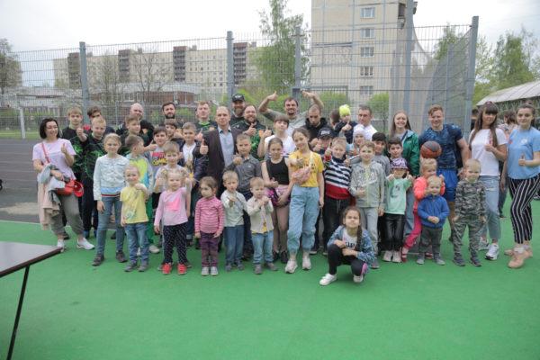 Михаил Романов открыл спортивный праздник в Невском районе