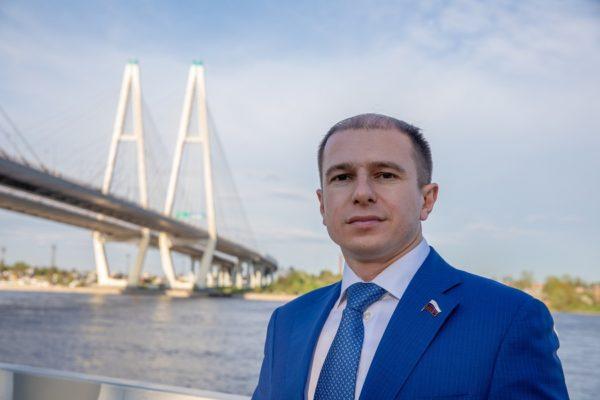 Михаил Романов поздравил петербургских врачей с Днем медицинского работника