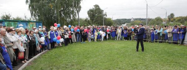 Открытие мемориального камня стало завершающей частью субботника в память о Лужкове в Коломенском