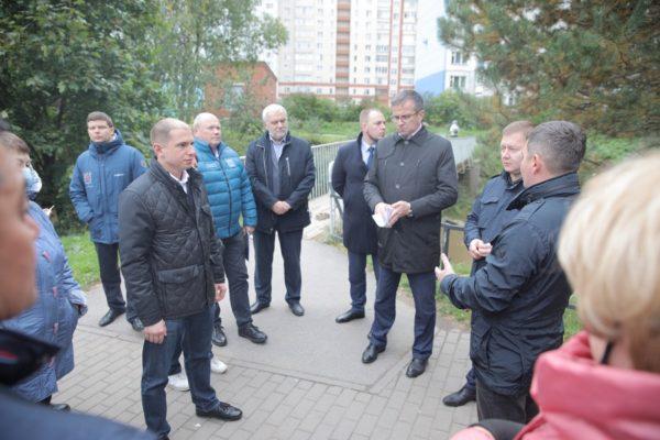 Михаил Романов встретился с жителями Невского района по вопросу ремонта аварийного моста через реку Оккервиль